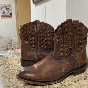 •LOW PRICE MAKE OFFER• $395 RETAIL FRYE STUDDED